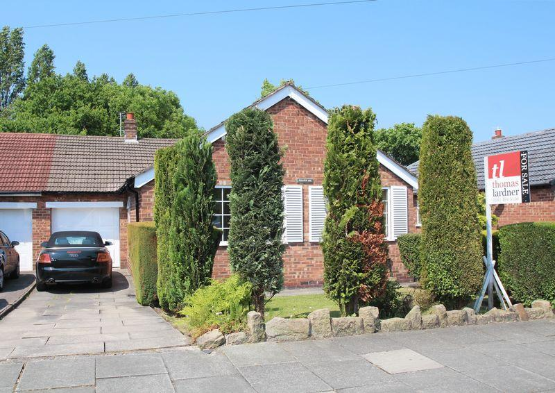 3 Bedrooms Detached Bungalow for sale in Overdale Road, Romiley