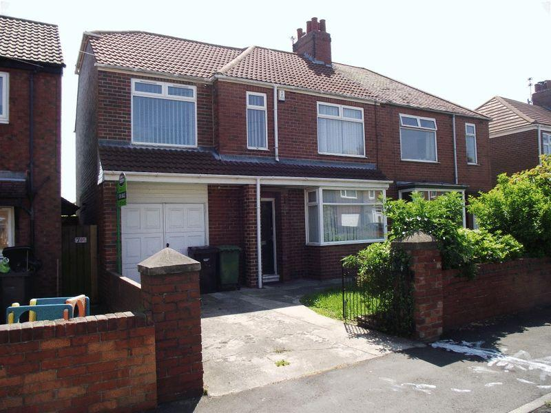 5 Bedrooms Semi Detached House for sale in Stakeford Crescent, Stakeford, Five Bedroom Semi Detached House.