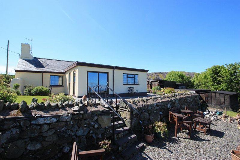 4 Bedrooms Cottage House for sale in Upper Llandwrog, Gwynedd