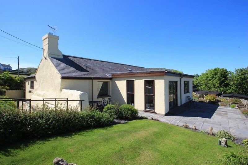 4 Bedrooms Detached House for sale in Upper Llandwrog, Gwynedd