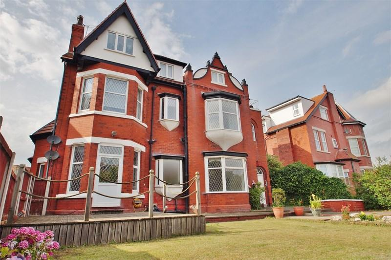 3 Bedrooms Apartment Flat for sale in Lathom Road