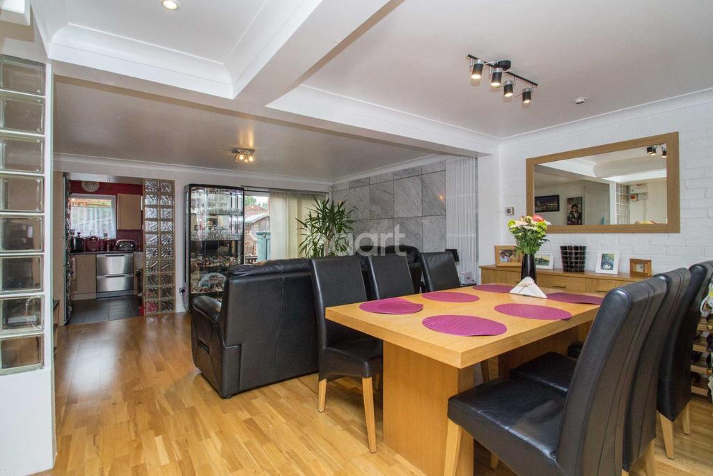 4 Bedrooms Terraced House for sale in Dengayne, Basildon