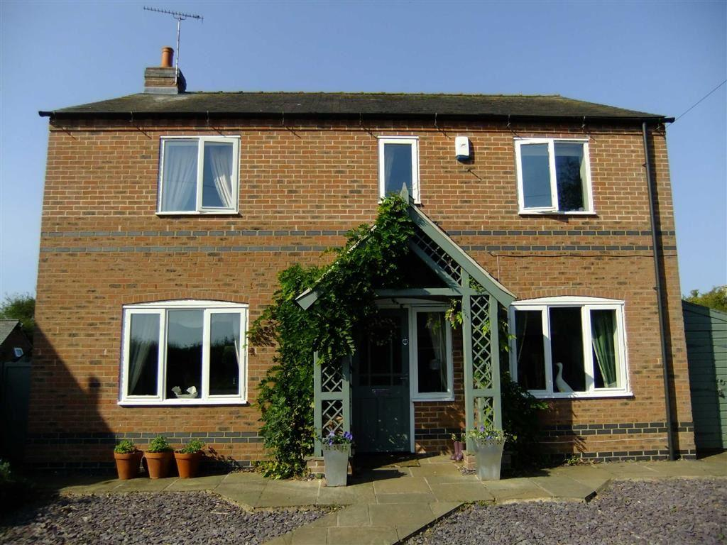 3 Bedrooms Detached House for sale in Great North Road, Cromwell, Nottinghamshire, NG23