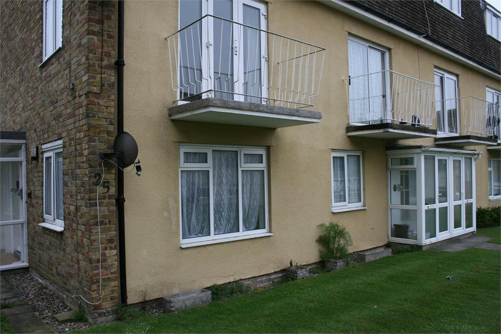 2 Bedrooms Ground Flat for sale in Cheviot Court, Broadstairs