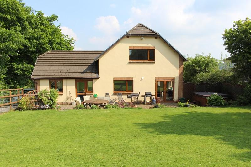 5 Bedrooms Land Commercial for sale in Cerdinen ,Foelgastell, Cross Hands, Carmarthenshire. SA14