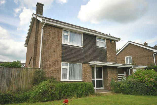 3 Bedrooms Detached House for sale in Broadway, GRIMSBY