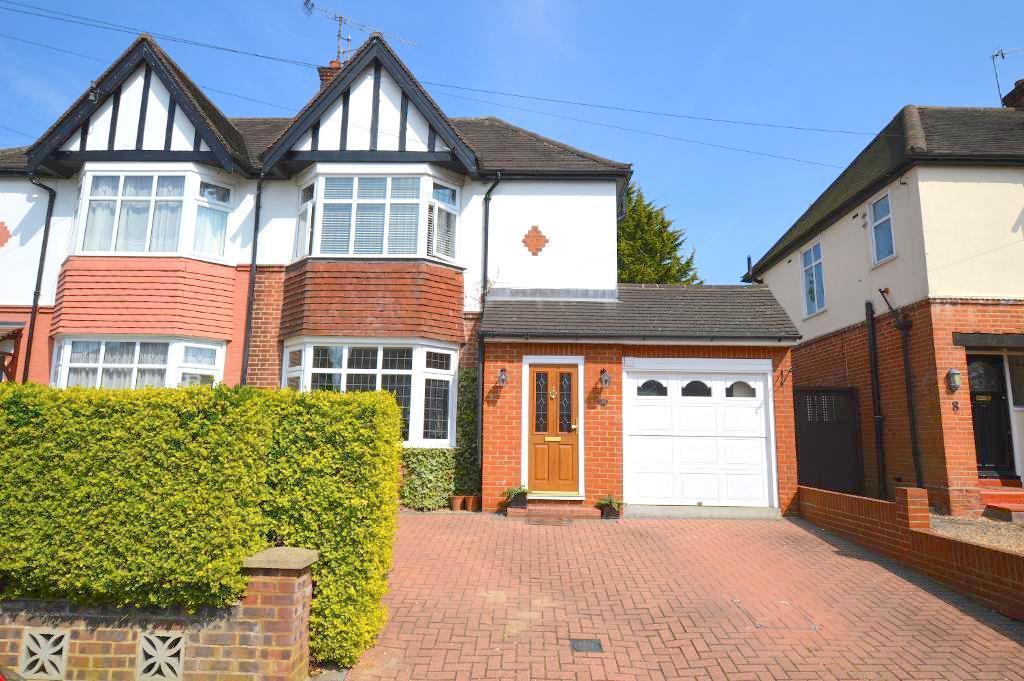 3 Bedrooms Semi Detached House for sale in Wychwood Avenue, Luton, Bedfordshire, LU2 7HU
