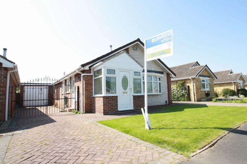 2 Bedrooms Detached Bungalow for sale in Spenborough Road, Whitehouse Farm, Stockton, TS 19 0QY