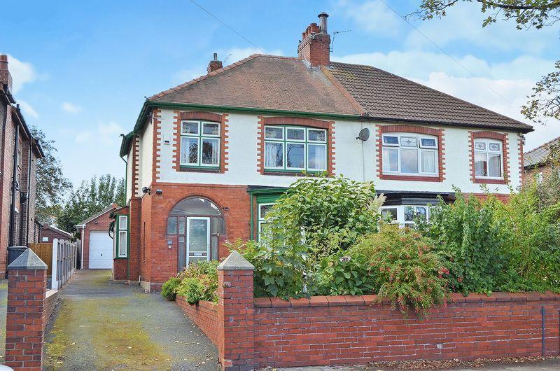 3 Bedrooms Semi Detached House for sale in Moughland Lane, Higher Runcorn