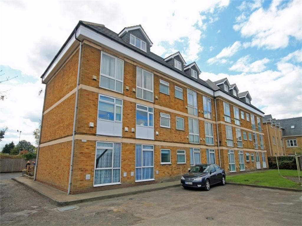 1 Bedroom Flat for sale in Amanda Court, Edward Way, Ashford, Surrey