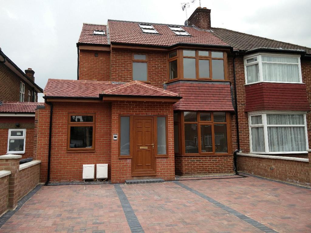 3 Bedrooms Flat for sale in Pennine Drive, Cricklewood