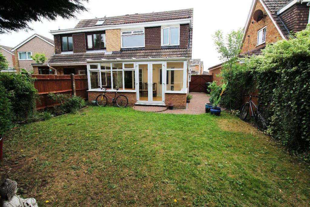 3 Bedrooms Semi Detached House for sale in Blackhurst Road