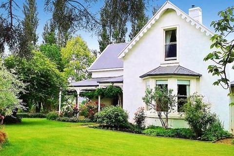 5 bedroom house  - 14106 Tasman Highway, Swansea, TAS