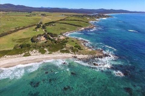 7 bedroom house  - 22352 Tasman Highway, Falmouth, TAS