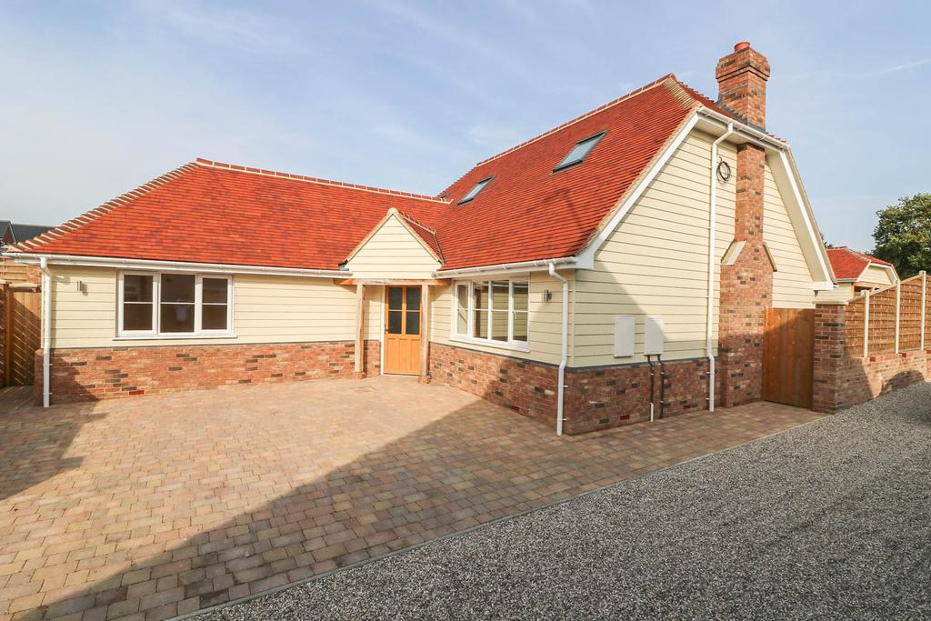 3 Bedrooms Detached House for sale in Noak Hill Road, Billericay CM12