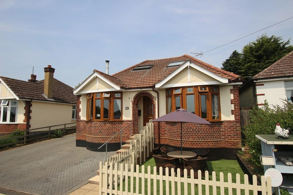 5 Bedrooms Detached Bungalow for sale in The Vineyards, Ely
