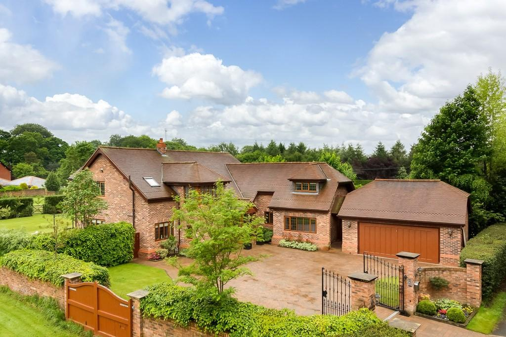 4 Bedrooms Detached House for sale in Clamhunger Lane, Mere