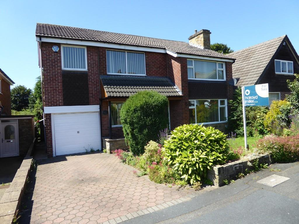 3 Bedrooms Detached House for sale in St. Marys Avenue, Mirfield