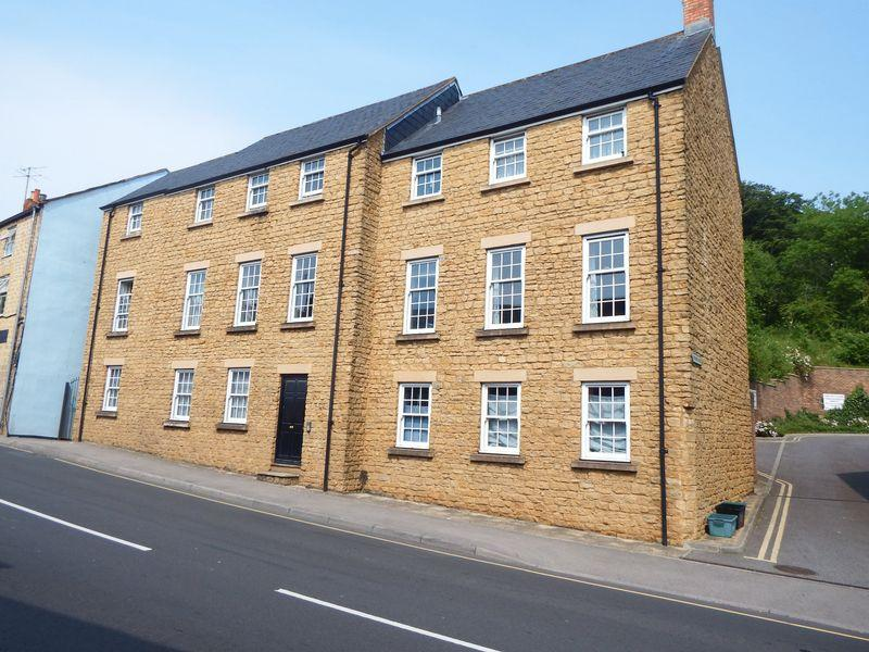 2 Bedrooms Apartment Flat for sale in North Street, Crewkerne
