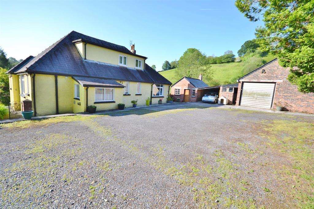 4 Bedrooms Detached Bungalow for sale in Felingwm, Carmarthen