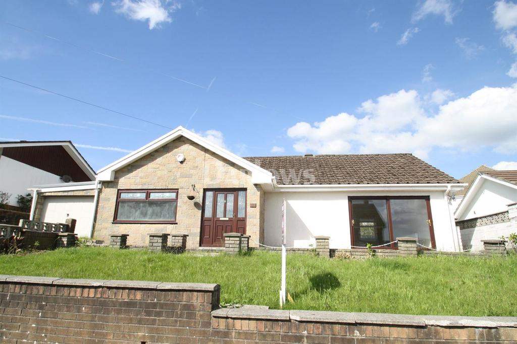 2 Bedrooms Bungalow for sale in Gwaunfarren Close, Merthyr Tydfil, CF47