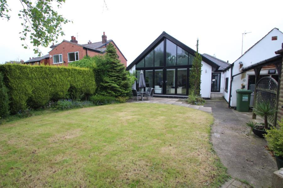 3 Bedrooms Bungalow for rent in WHINFIELD, ADEL, LEEDS, LS16 6AB