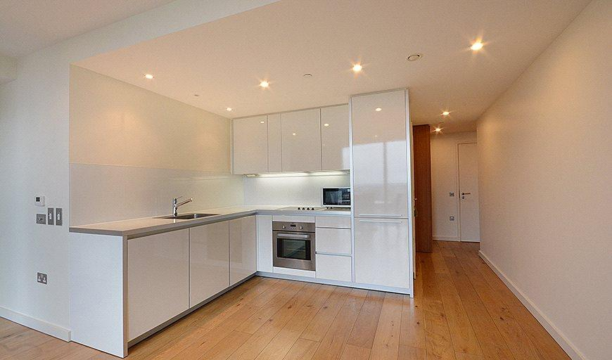 2 Bedrooms Flat for sale in Walworth Rd, Elephant Castle, London,