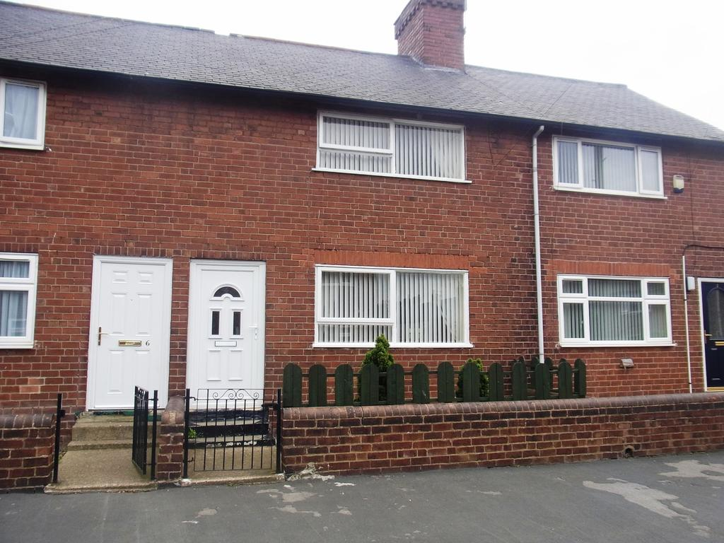 2 Bedrooms Terraced House for sale in Farm Road, Featherstone WF7