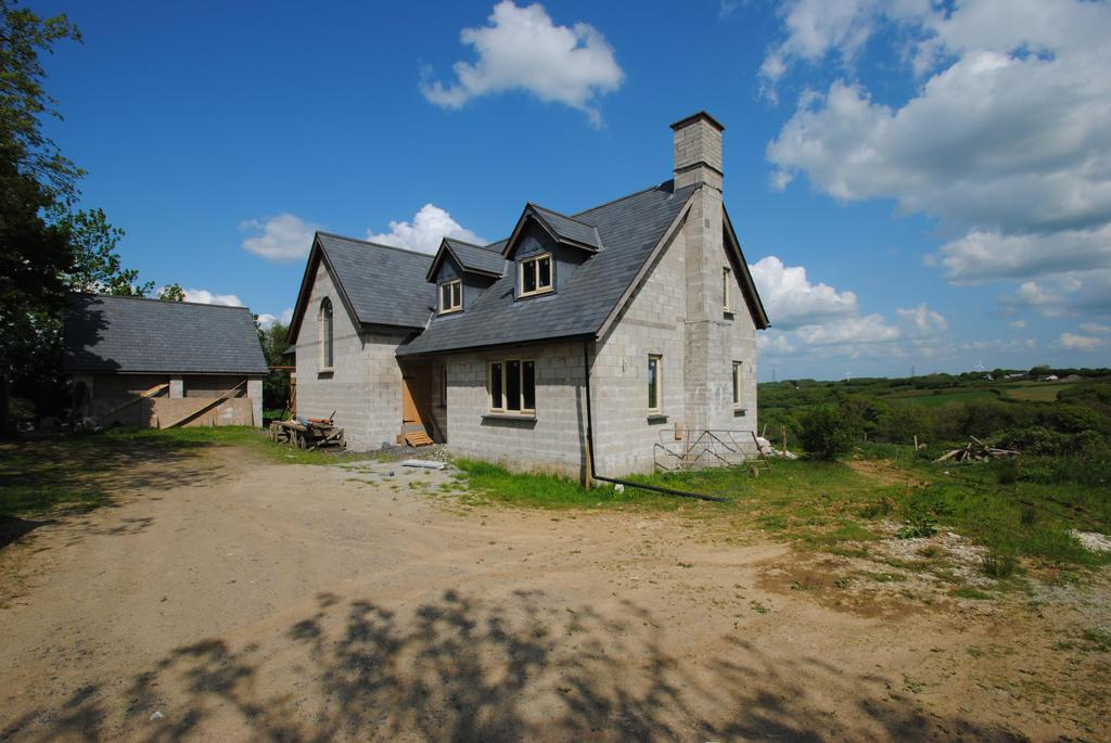 5 Bedrooms Detached House for sale in Westcott Lane, Week St. Mary