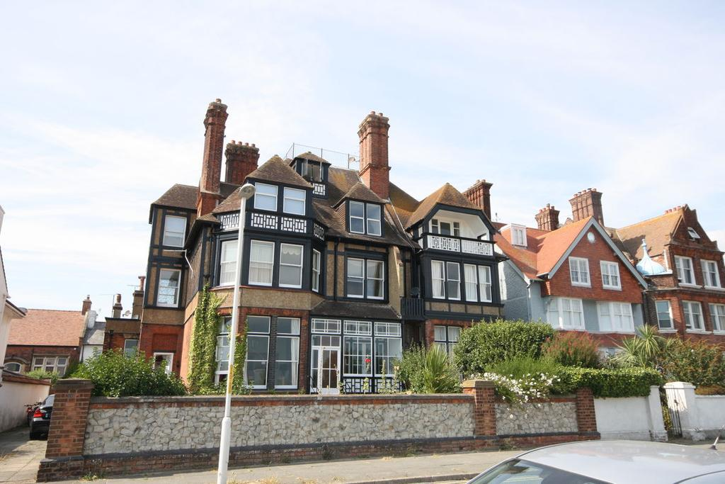 2 Bedrooms Apartment Flat for rent in The Beach, Walmer, Deal