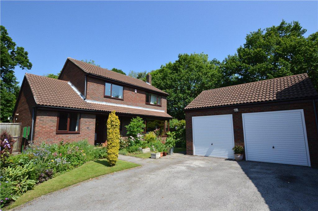 4 Bedrooms Detached House for sale in Normans Way, Wakefield, West Yorkshire
