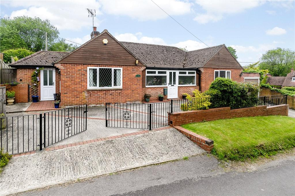 3 Bedrooms Detached Bungalow for sale in Humphreys Lane, East Garston, Hungerford, Berkshire, RG17