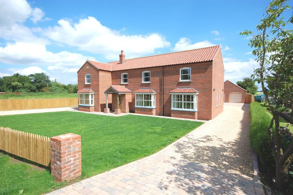 4 Bedrooms Detached House for sale in Coastal village, 10 miles from Louth