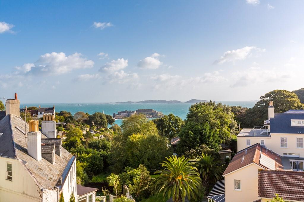 4 Bedrooms Apartment Flat for sale in Mount Havelet Court, St. Peter Port, Guernsey