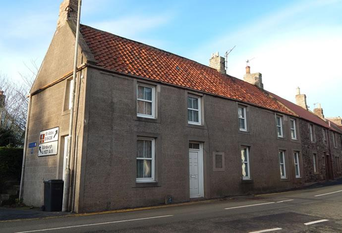 3 Bedrooms Terraced House for sale in Dalveney Bridge Street, Coldingham, TD14 5NG