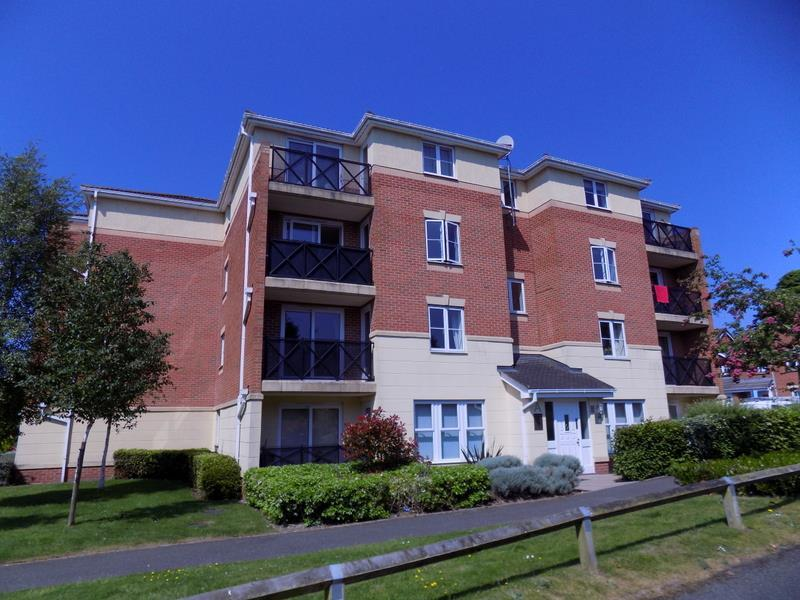 2 Bedrooms Flat for sale in Cavalier Drive, Halesowen