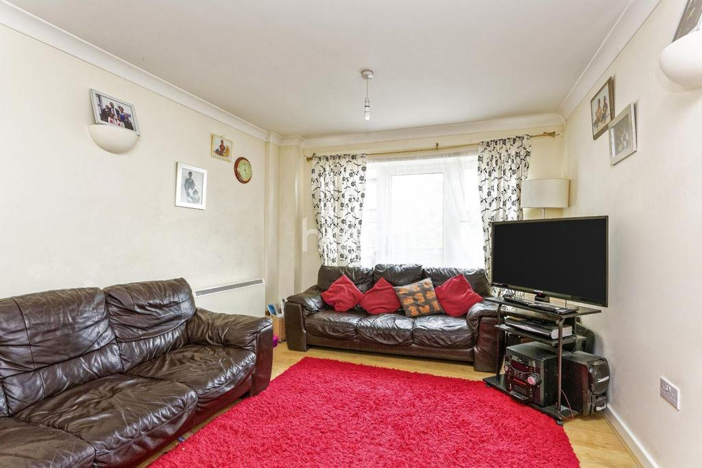 2 Bedrooms Flat for sale in Priory Heights