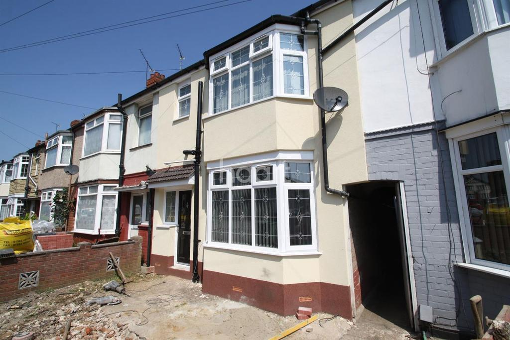 3 Bedrooms Terraced House for sale in Carisbrooke Road!!