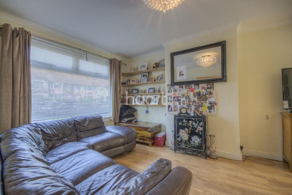 3 Bedrooms Semi Detached House for sale in Robin Hood Way, Greenford