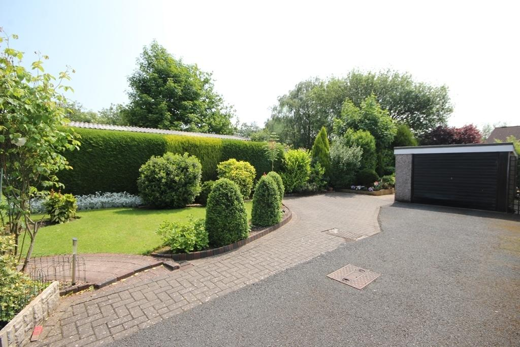 3 Bedrooms Detached Bungalow for sale in Weston Coyney Road, Weston Coyney
