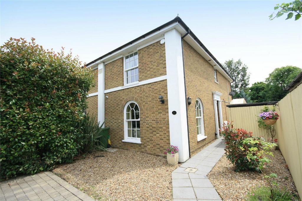 3 Bedrooms Semi Detached House for sale in Salcombe Road, Ashford, Surrey
