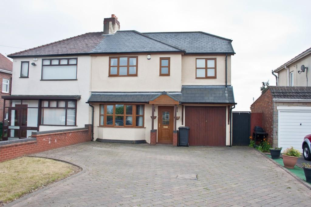 4 Bedrooms Semi Detached House for sale in Cannock Road, Chase Terrace