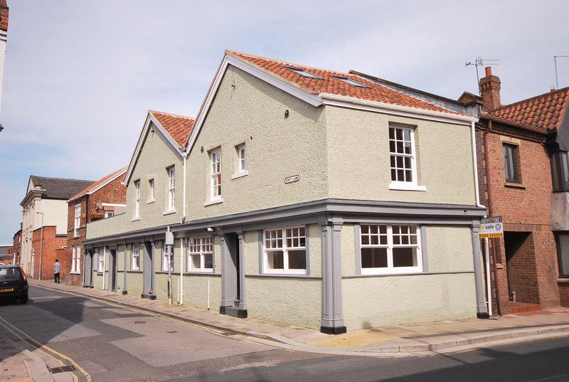 3 Bedrooms Town House for sale in Trinity Lane, Beverley