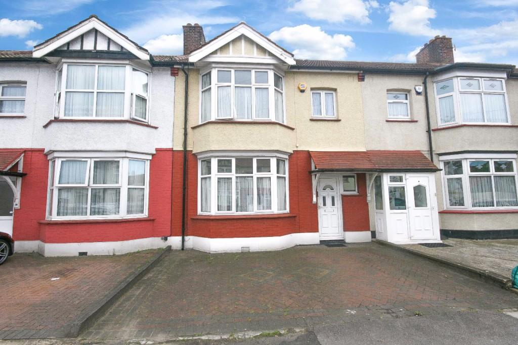 3 Bedrooms Terraced House for sale in Benton Road, Ilford, IG1