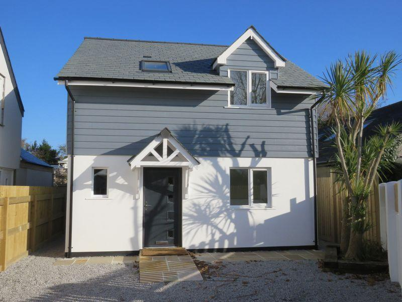 4 Bedrooms Detached House for sale in Carnon Downs, Nr. Truro