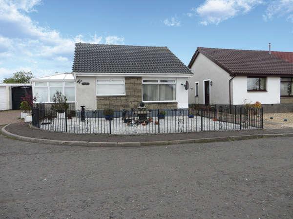 2 Bedrooms Detached Bungalow for sale in 12 Roseburn Drive, Cumnock, KA18 1DH