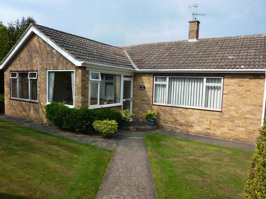3 Bedrooms Detached Bungalow for sale in Off Hutchinson Drive