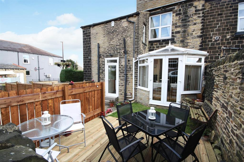 4 Bedrooms Terraced House for sale in Thornhill Street, Calverley, Pudsey
