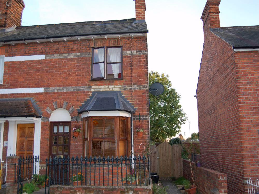 2 Bedrooms End Of Terrace House for rent in Brook Street, Twyford, Berkshire, RG10