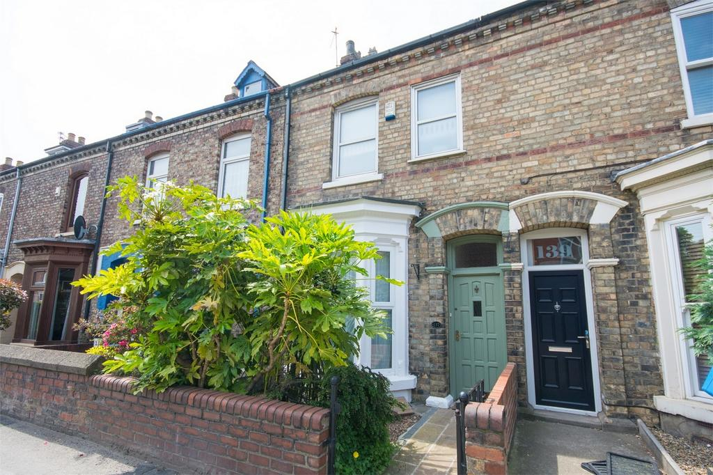 3 Bedrooms Terraced House for sale in Haxby Road, York